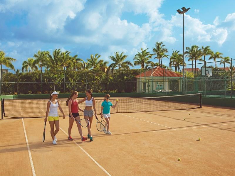 Le court de tennis de l'hôtel