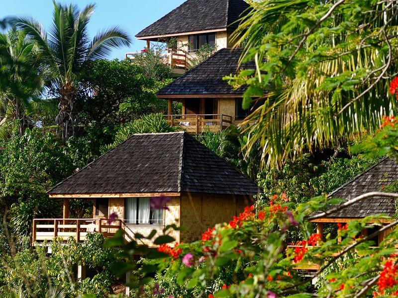 Vue des bungalows du Keikahanui Pearl Lodge sur les Iles Marquises