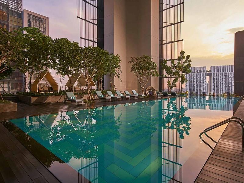 La piscine de l'Oasia Hotel Downtonwn à Singapour