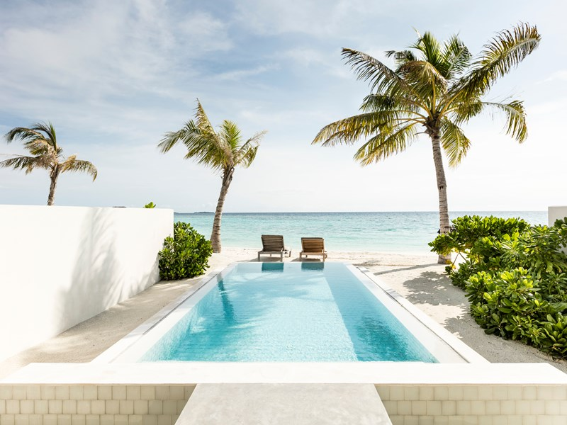 La piscine de la Grand Beach Suite with Pool