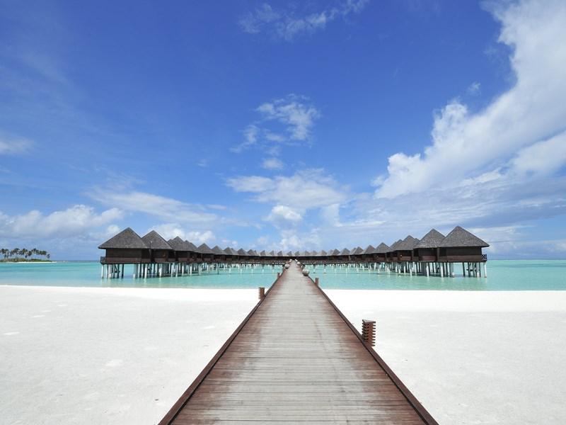 Vue des splendides villas de l'hôtel Olhuveli aux Maldives