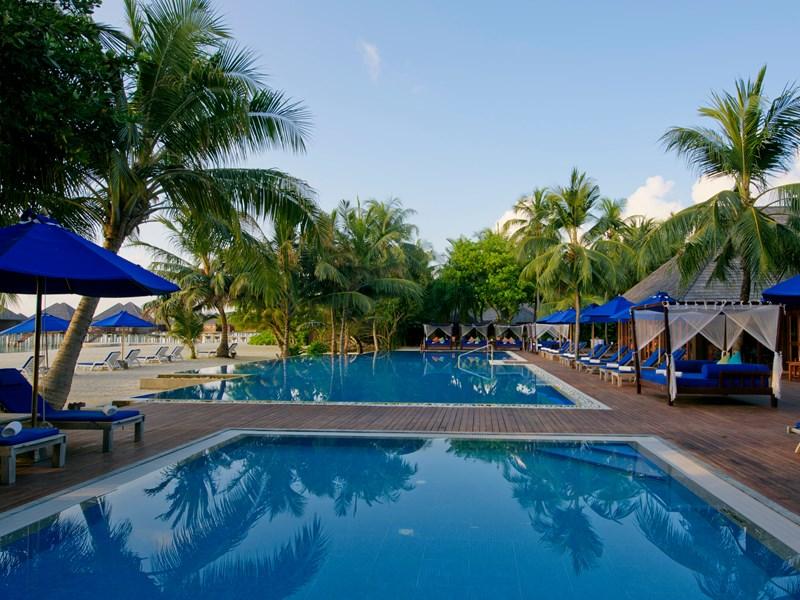 La superbe piscine de l'hôtel Olhuveli aux Maldives