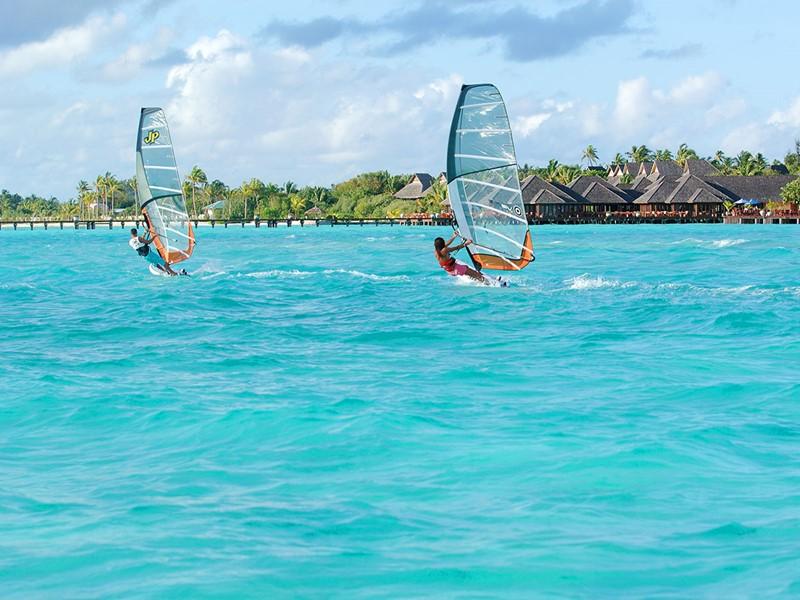 Activité nautique de l'hôtel Olhuveli aux Maldives
