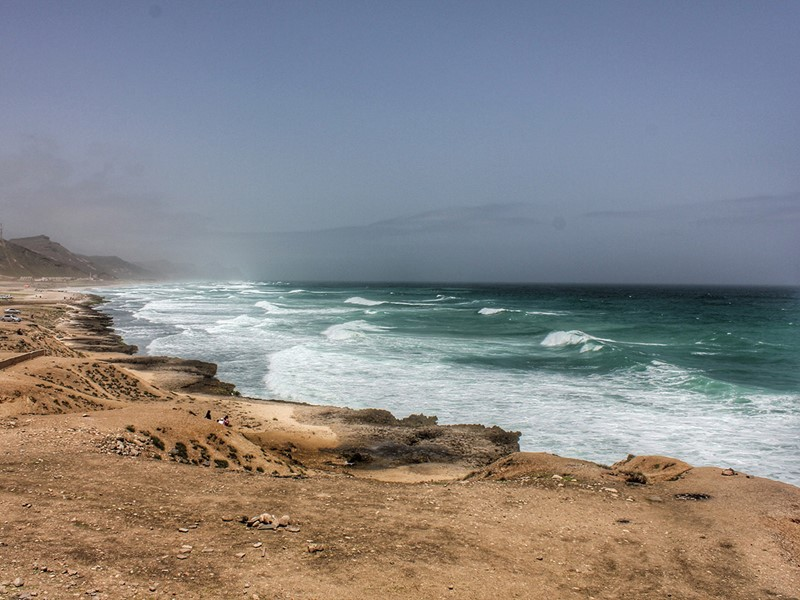 Roulez ensuite jusqu'aux étonnantes plages de Mughsail