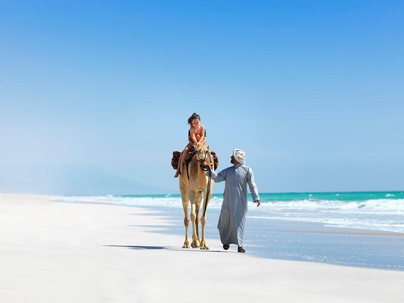 Laissez-vous charmer par les kilomètres de sable blanc