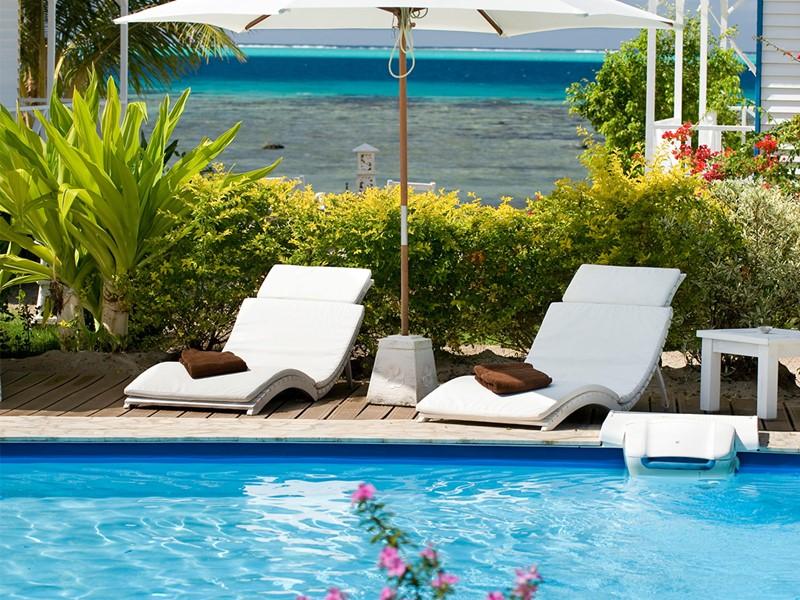 Autre vue de la piscine de l'Opoa Beach Hotel
