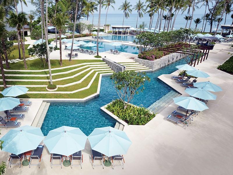 Magnifique piscine de l'Outrigger Laguna Beach en Thaïlande