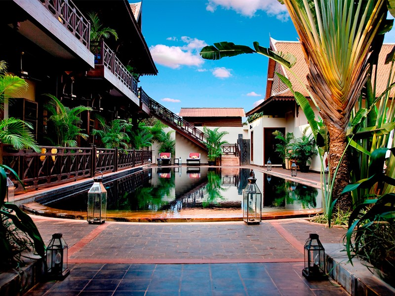Vue de la piscine de l'hôtel PadiVilla Resort & Spa à Siem Reap