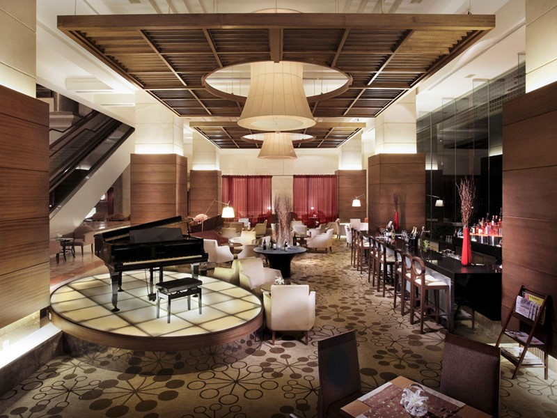 Le bar de l'hôtel Sofitel Plaza Hanoi au Vietnam