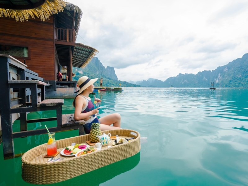 Des petits-déjeuners face à un merveilleux paysage