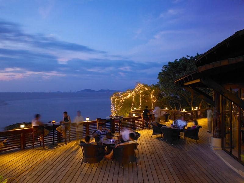Sunset Bar de l'hôtel Paradee en Thaïlande