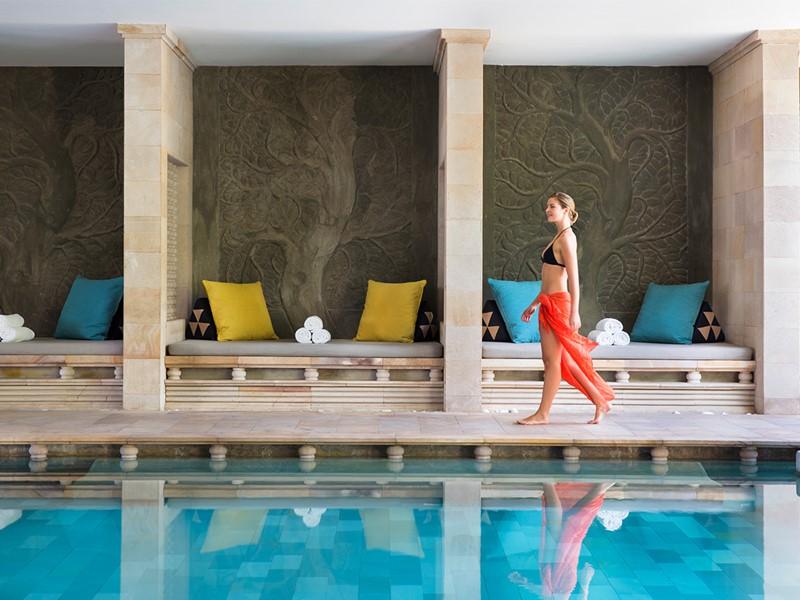 La piscine interne de l'hôtel Park Hyatt Siem Reap au Cambodge