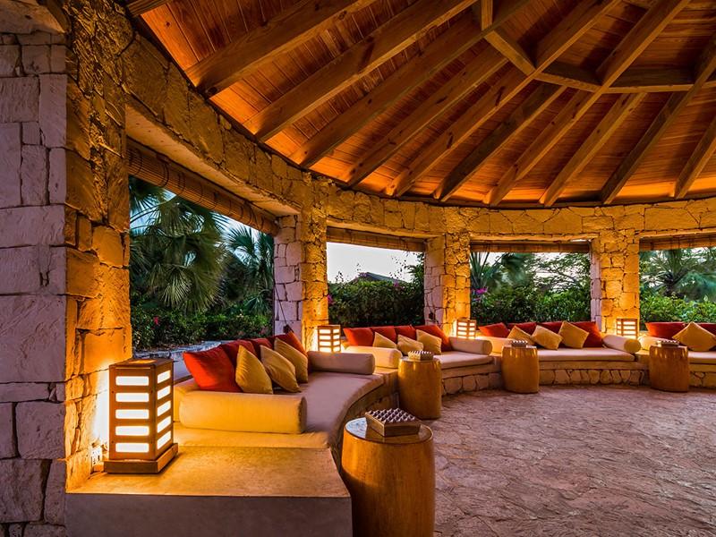 Autre vue du Lotus Bar du Parrot Cay & Como Shambala