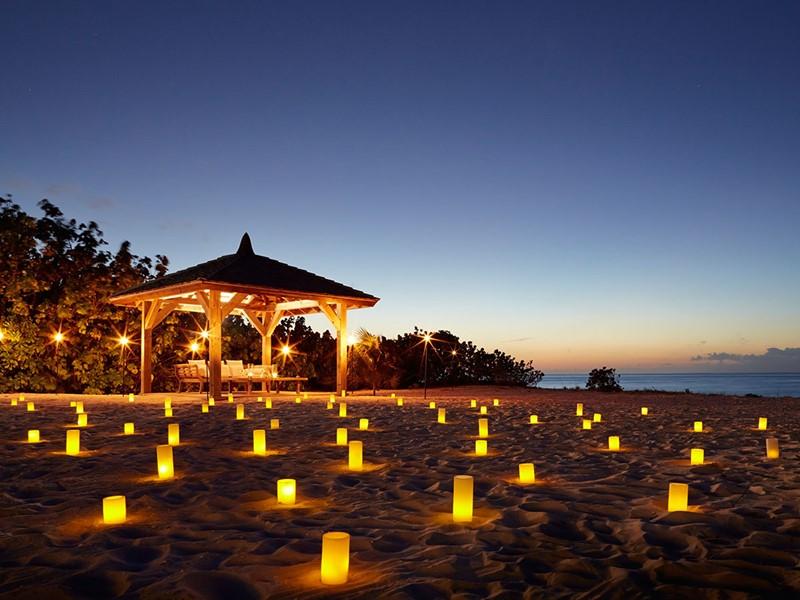 Dîner romantique sur la plage du Parrot Cay & Como Shambala