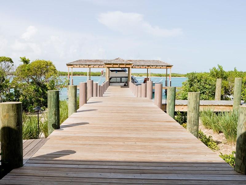 Ponton d'arrivée de l'hôtel Parrot Cay & Como Shambala