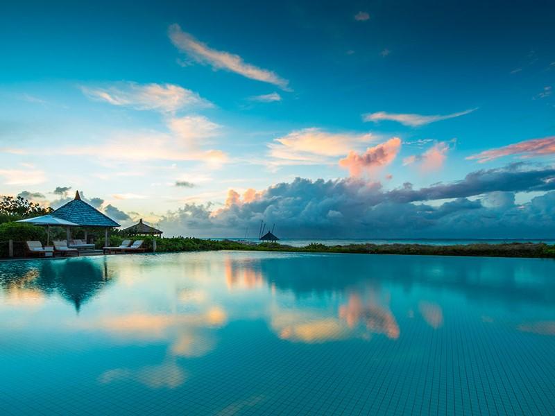 Autre vue de la piscine du Parrot Cay & Como Shambala