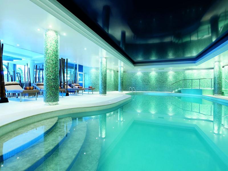 La piscine intérieure de l'hôtel Penha Longa