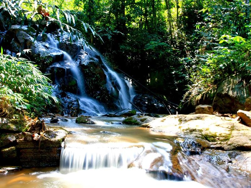 Les cascades alentours du Phu Chaisai Mountain Resort & Spa