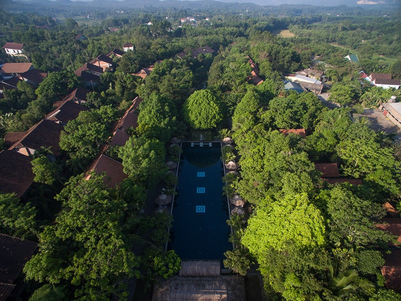 Vue aérienne du Pilgrimage Village, situé au coeur d'une végétation luxuriante