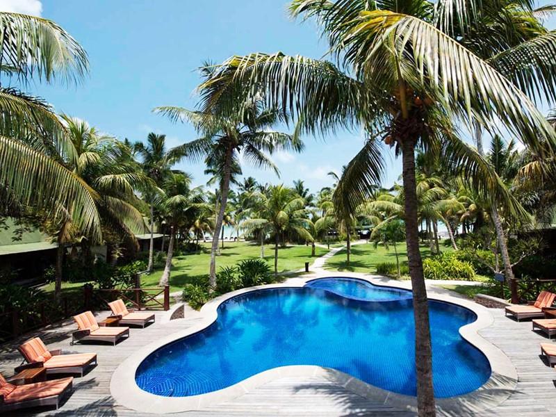 Le Paradise Sun, un hôtel à l'architecture réussie, dans de très beaux jardins et au bord d'une magnifique plage