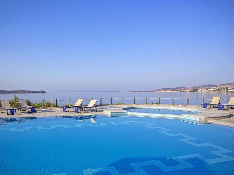 La splendide piscine de l'hôtel
