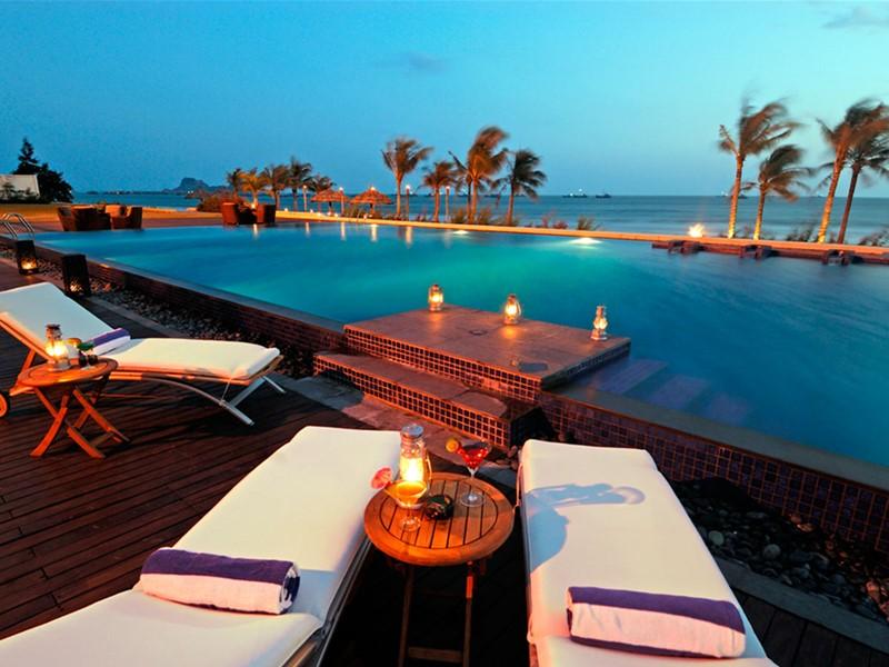 Autre vue de la piscine de l'hôtel Princess D'An Nam au Vietnam
