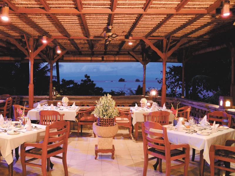 Restaurant ouvert, face à la mer