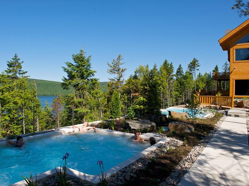 Profitez de la piscine et de l'environnement du Sacacomie