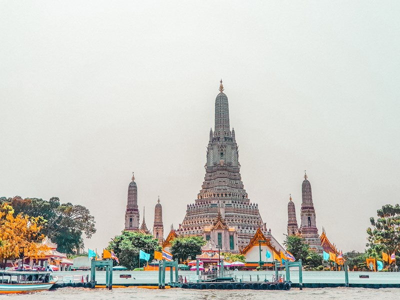 Croisiez du regarde la rivière Chao Phraya