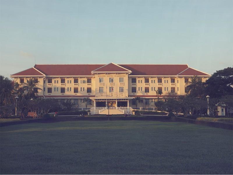 Vue de l'hôtel Raffles Grand Hotel d'Angkor situé à Siem Reap