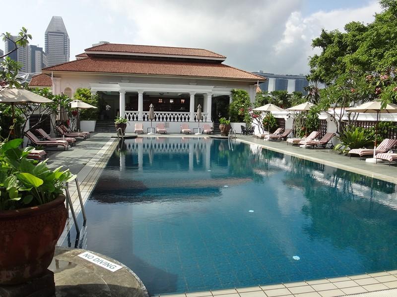 La piscine du Raffles Singapore