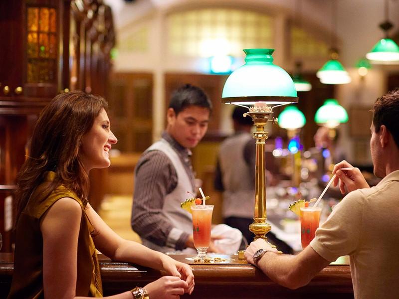 Le Long Bar