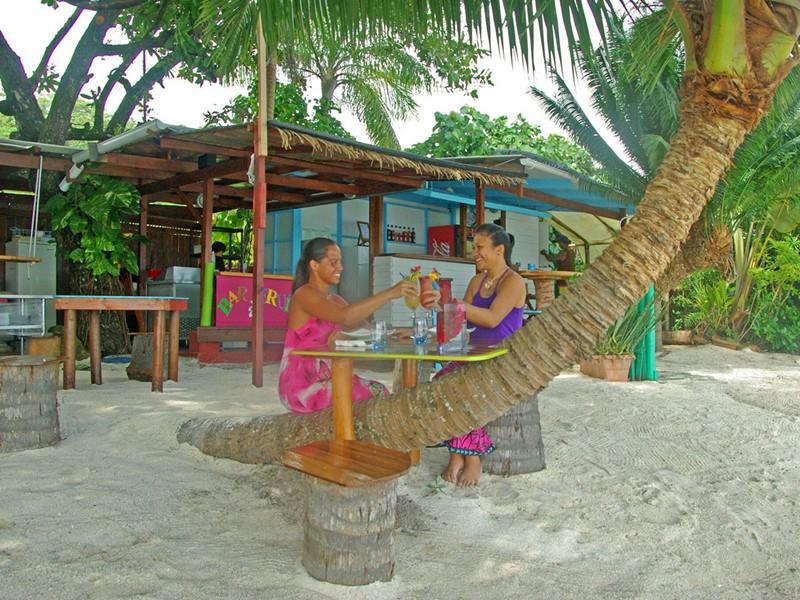 Somptueux repas les pieds dans le sable