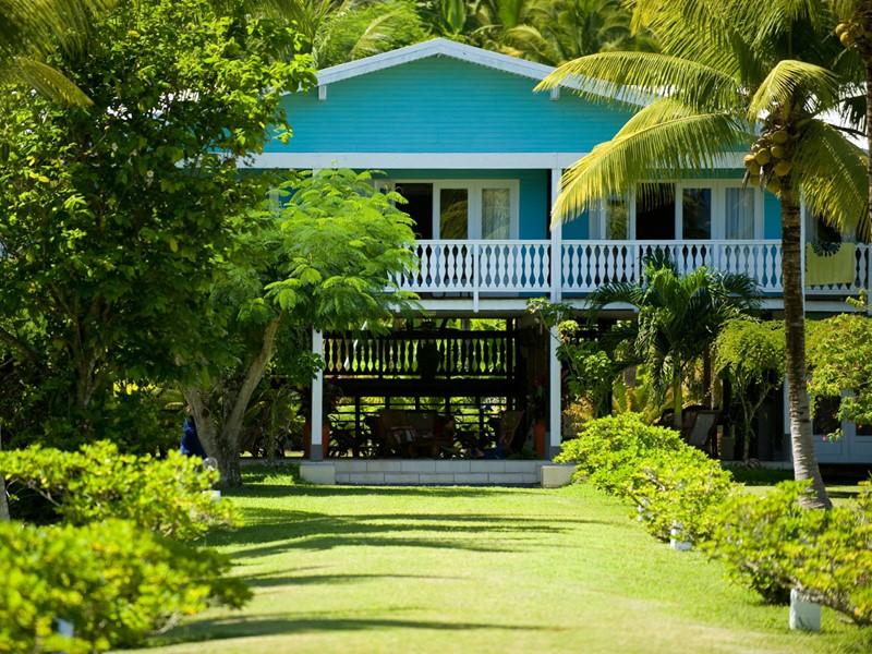 Le Raiatea Lodge Hotel est environné par la nature