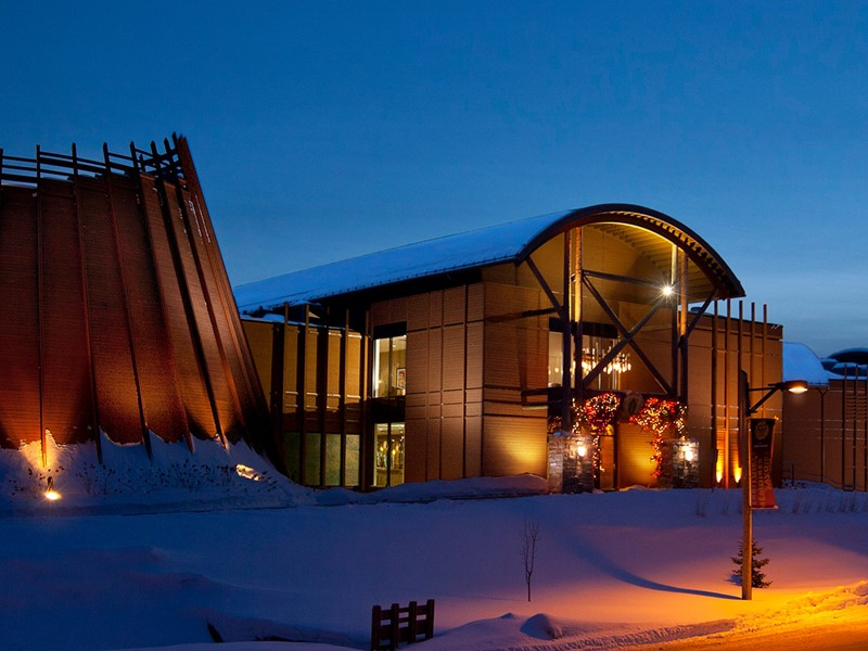 Le soir venu, rejoignez l'hôtel-musée des Premières Nations