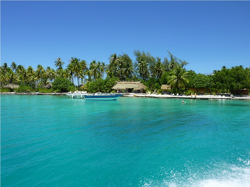 Vue de l'hôtel Raimiti Fakarava depuis la mer