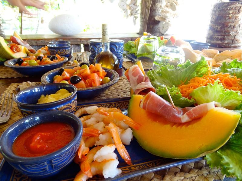 Petit déjeuner à l'hôtel Raimiti, en Polynésie
