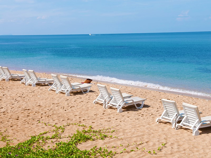 La plage de l'hôtel Rawi Warin Resort & Spa à Koh Lanta