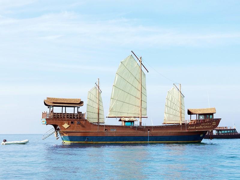 Le bateau Rawi Warin Grand du Rawi Warin en Thailande