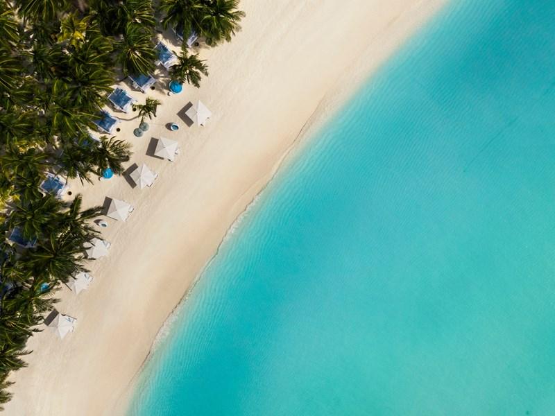 Une sublime plage de sable blanc