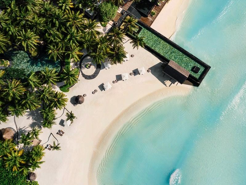 La piscine posée sur l'océan