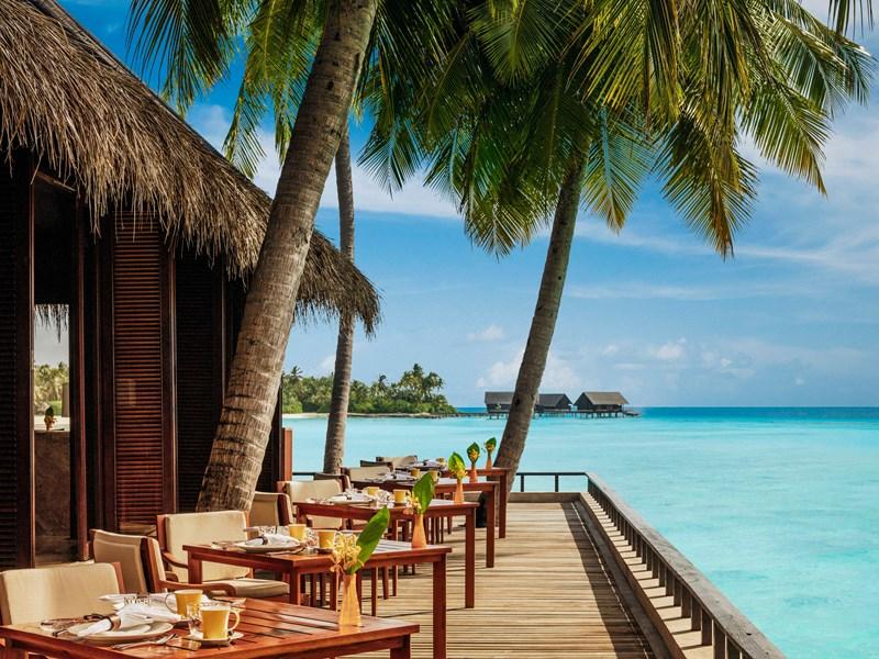 Un petit déjeuner au bord de l'eau