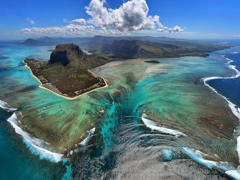 Poursuivez votre voyage à l'île Maurice, une île qui séduit par ses plages de rêve, ses hôtels de luxe et sa nature tropicale et sauvage
