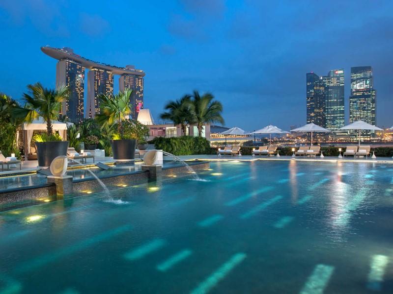 Mandarin Oriental Singapour, La piscine de l'hôtel & sa vue imprenable sur la ville
