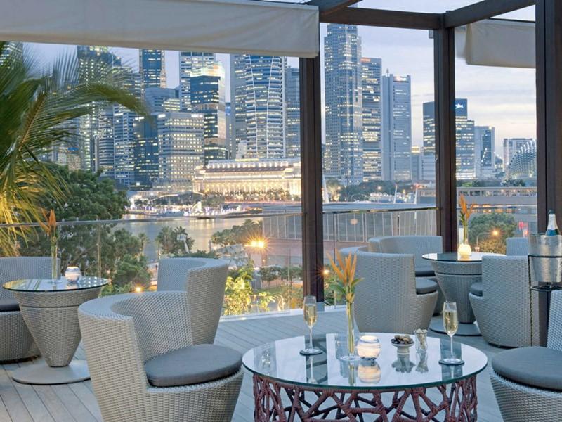 Mandarin Oriental Singapour, Le bar et sa vue sur Singapour