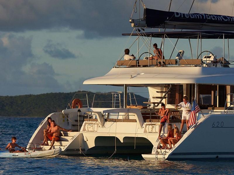 Détente et bien-être à bord du catamaran Lagoon 620