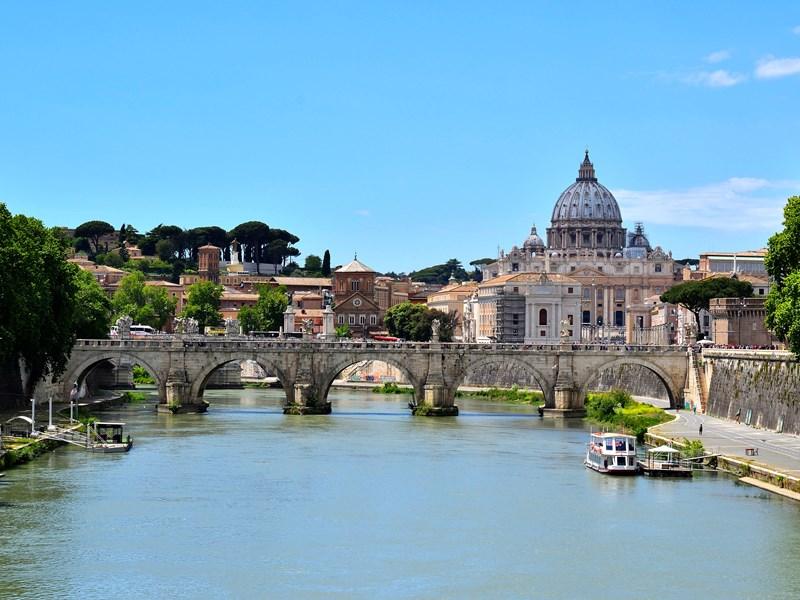 Les superbes vues du Vatican, le long du Tibre