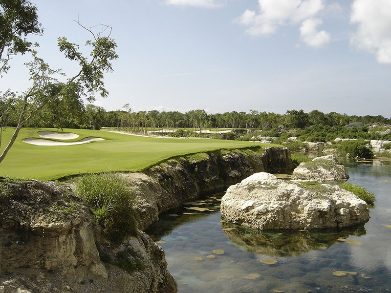 L'hôtel met à votre disposition un magnifique parcours pour les amateurs de golf