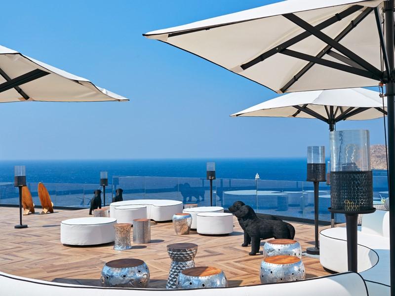 Superbe panorama sur les eaux de la Méditerranée au Royal Myconian