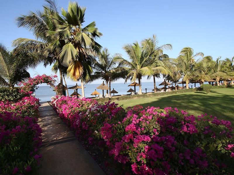 Allée de l'hôtel Royam menant à la plage
